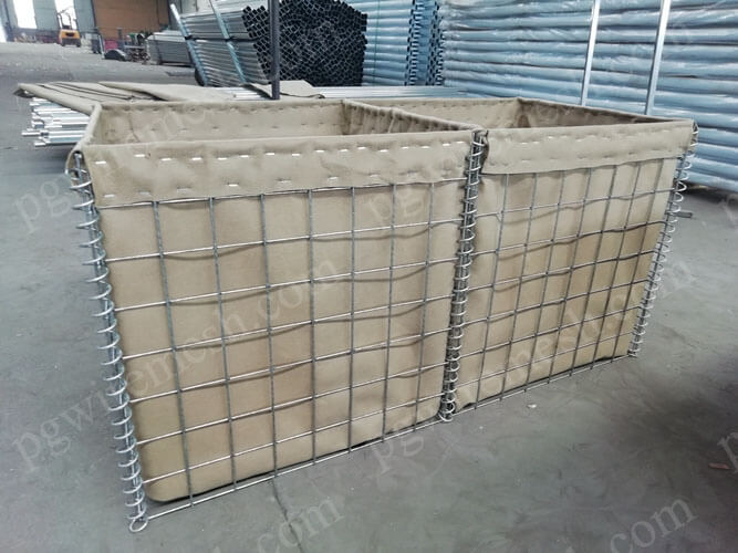 China Anping Military Sand Wall Hesco Defensive Barrier is the best high quality of securest bastion barrier